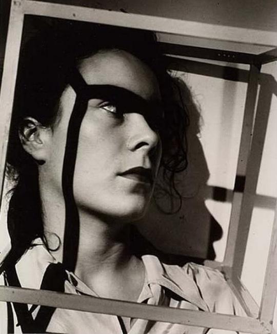 György Kepes- Mujer en el cubo (1938)