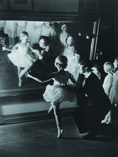 Alfred Eisenstaedt - First Lesson at Truempy Ballet School (1930)